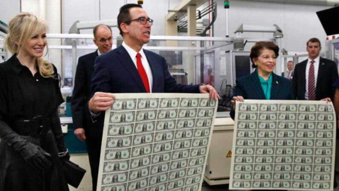 euro vs bitcoin: una foto della stampa di denaro facile
